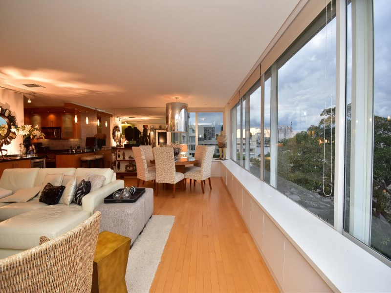 Condominium for Sale at Stunning pied-à-terre 44 Cocoanut Row # 504a Palm Beach, Florida, 33480 United States