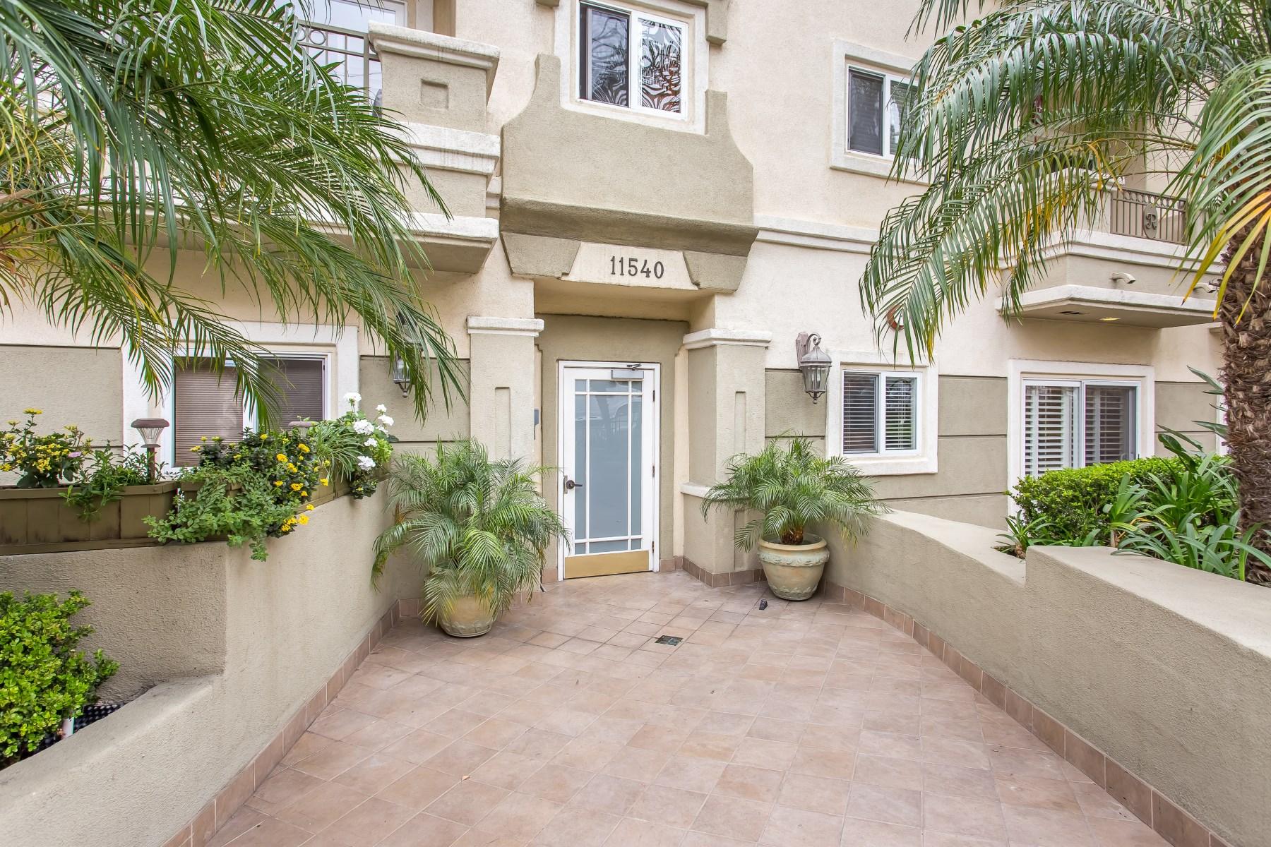 Kat Mülkiyeti için Satış at 3-Bedroom Condo Brentwood Adjacent 11540 Rochester Avenue Unit 102 West Los Angeles, Los Angeles, Kaliforniya, 90025 Amerika Birleşik Devletleri