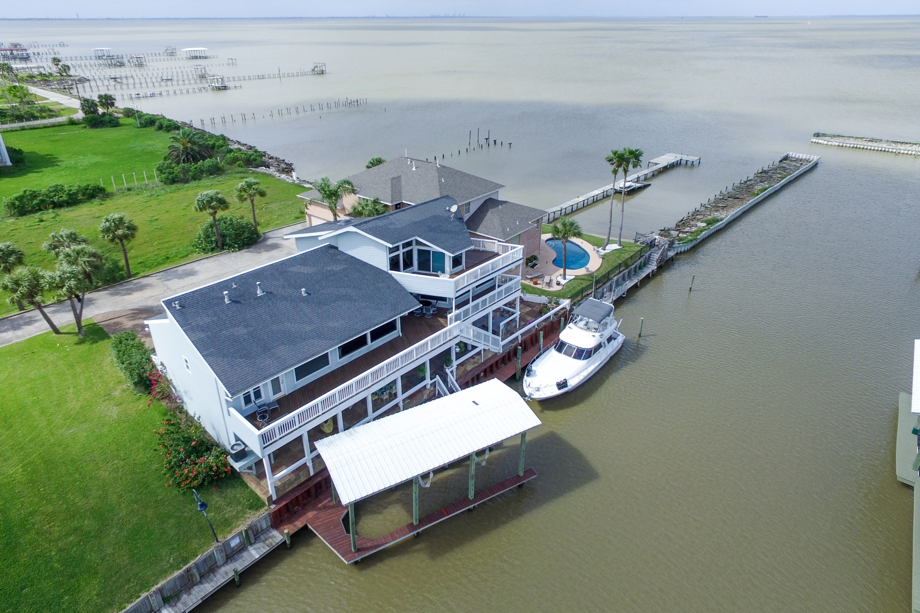 Single Family Home for Sale at 107 Port Street San Leon, Texas, 77539 United States