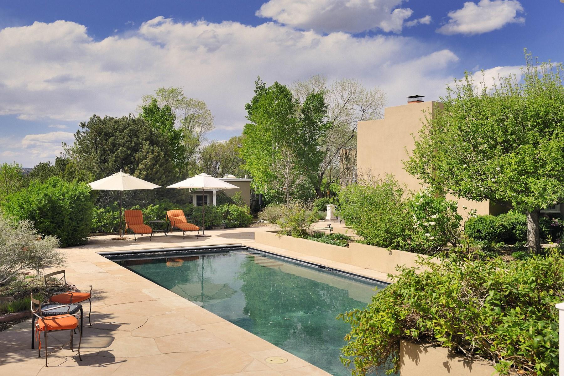 Maison unifamiliale pour l Vente à 804 Apodaca Hill Road 804 Apodaca Hill St Santa Fe, New Mexico 87501 États-Unis