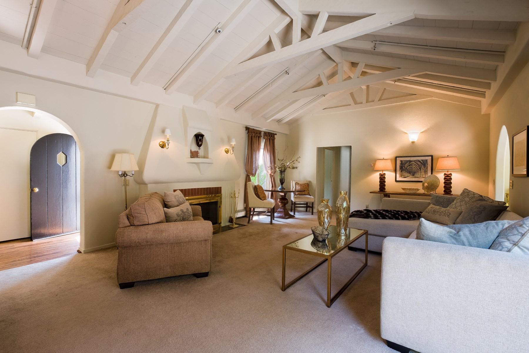 Maison unifamiliale pour l Vente à Monterey - Residential Care Facility 1100 Pacific St Monterey, Californie, 93940 États-Unis