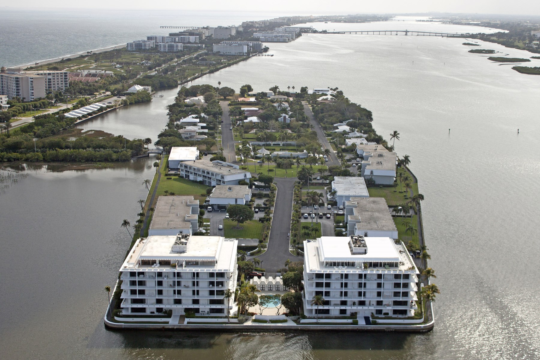 Condomínio para Venda às Palm Beach Chic - Ibis Isle 2155 Ibis Isle Rd Apt 5 Palm Beach, Florida 33480 Estados Unidos