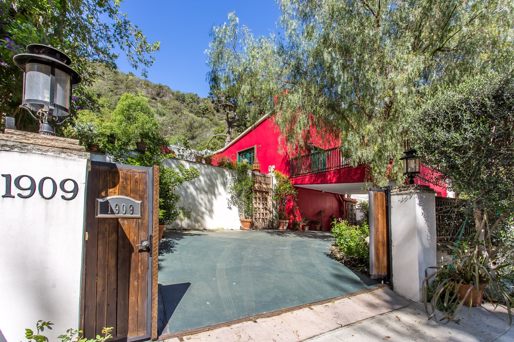 Single Family Home for Sale at Eclectic Canyon Retreat 1909 Benedict Canyon Drive Beverly Hills, California, 90210 United States