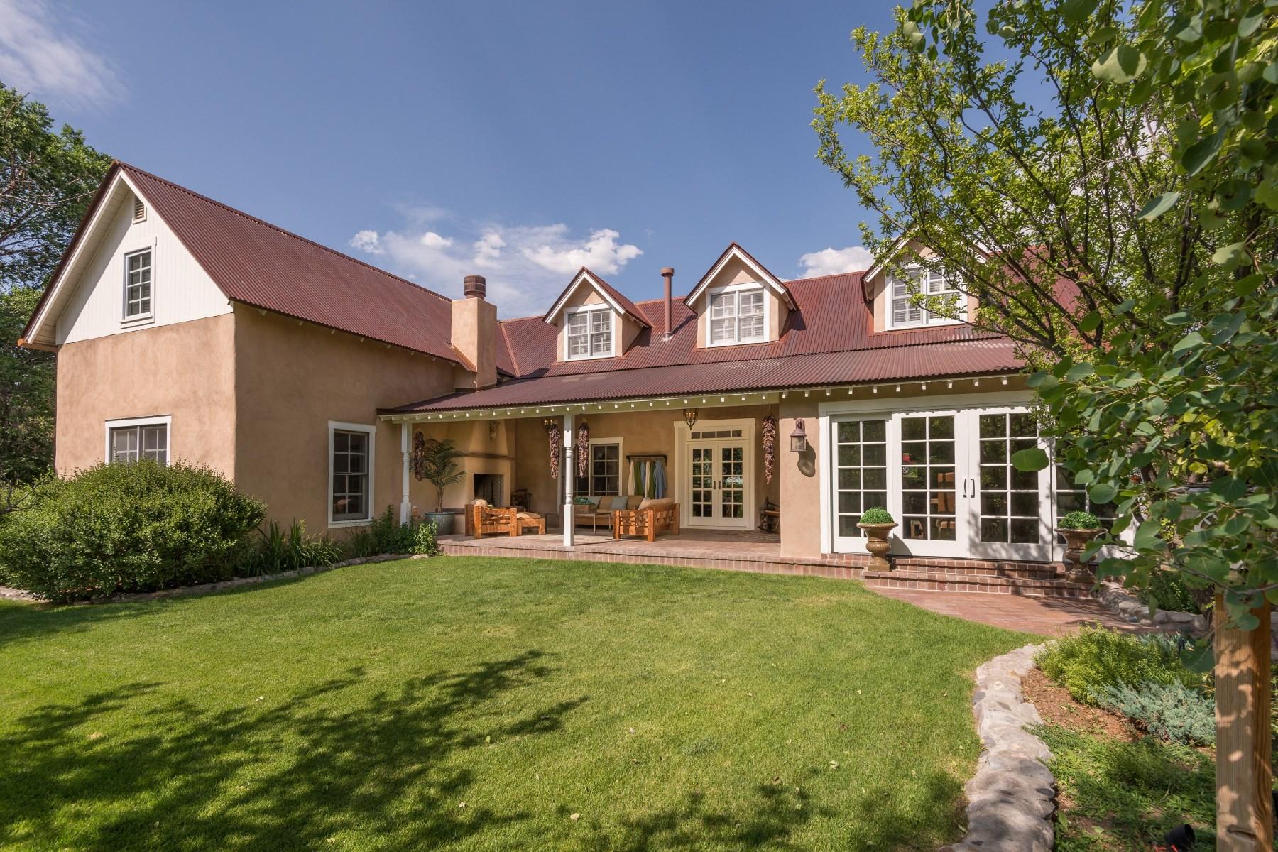 Maison unifamiliale pour l Vente à 19 Arroyo Pequeno Santa Fe, New Mexico, 87506 États-Unis