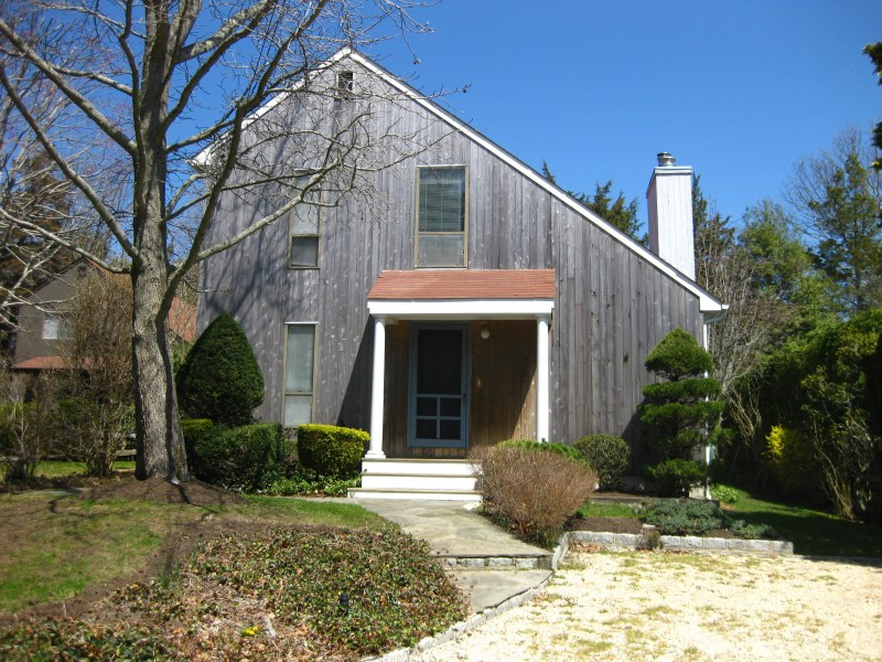 Single Family Home for Rent at If Simple And Sunny Bay Beach Southampton, New York 11968 United States