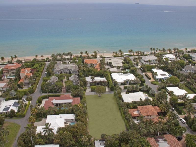 Земля для того Продажа на Double Lot With Beach Access 1230-1232 N Ocean Way North End, Palm Beach, Флорида 33480 Соединенные Штаты