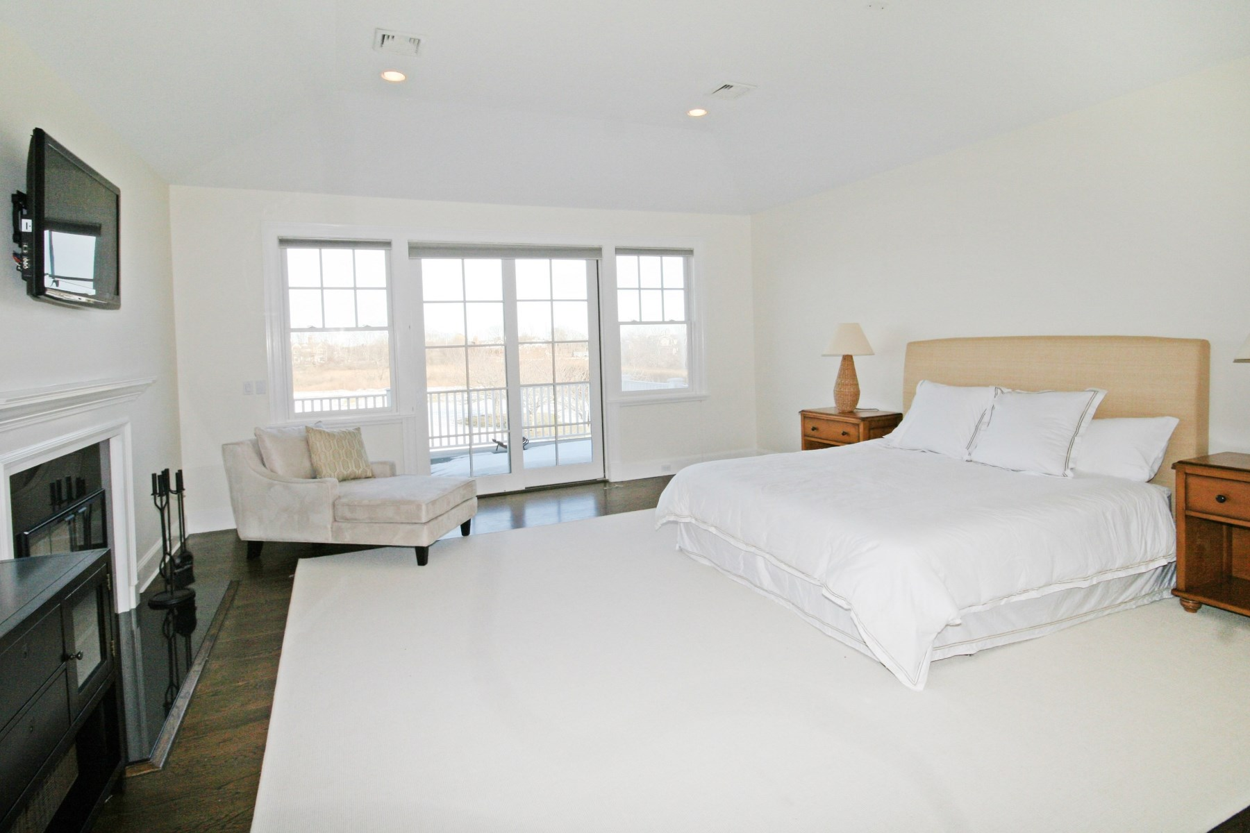Property Of Gorgeous Water Mill Residence -Mecox Bay