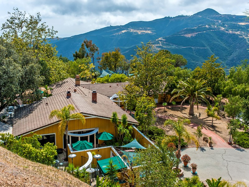 农场 / 牧场 / 种植园 为 销售 在 Classic California Ranch 12460 Yellow Hill Rd Malibu, 加利福尼亚州 90265 美国