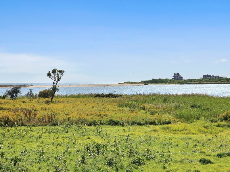 Đất đai vì Bán tại Prestigious Georgica Waterfront Parcel East Hampton, New York 11937 Hoa Kỳ