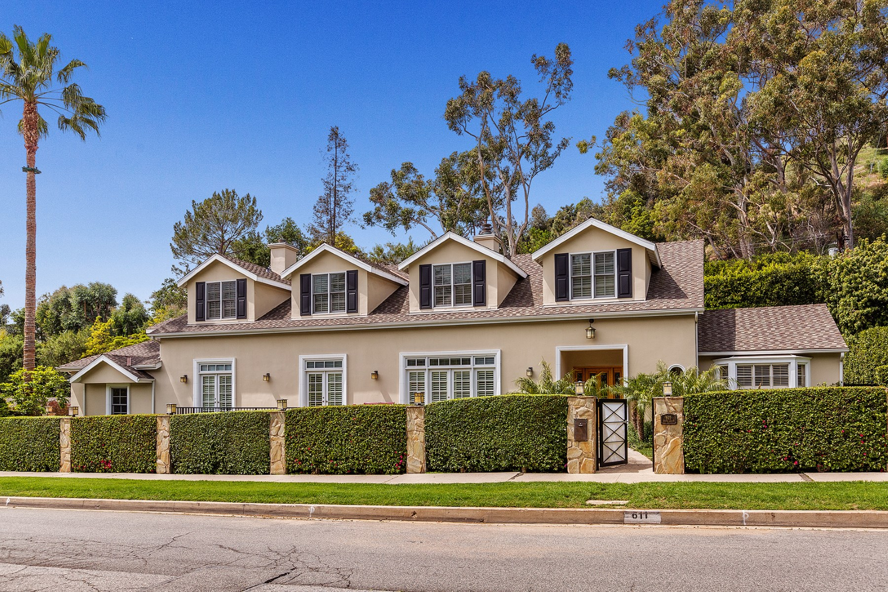 단독 가정 주택 용 매매 에 Exceptional Brentwood Home 611 North Bundy Drive Brentwood, Los Angeles, 캘리포니아, 90049 미국