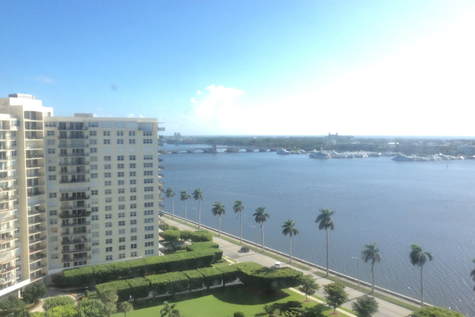 Condomínio para Venda às Fabulous Ocean and Intracoastal Views 1801 S Flagler Dr Apt 1807 West Palm Beach, Florida 33401 Estados Unidos