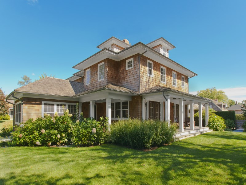 Maison unifamiliale pour l Vente à 1.5 Acre +/- Exquisite Compound Amagansett, New York 11930 États-Unis
