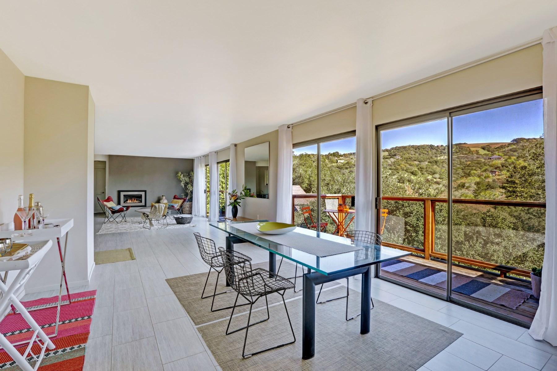 Maison unifamiliale pour l Vente à Stunning Renovation and Views 17140 Keaton Ave Sonoma, Californie, 95476 États-Unis