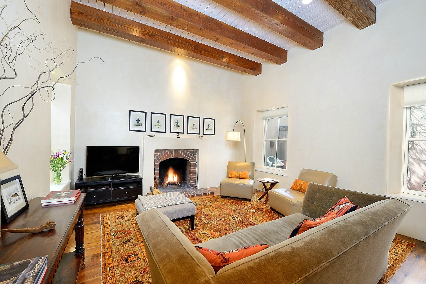 Maison unifamiliale pour l Vente à 553-B Garcia Santa Fe, New Mexico, 87505 États-Unis