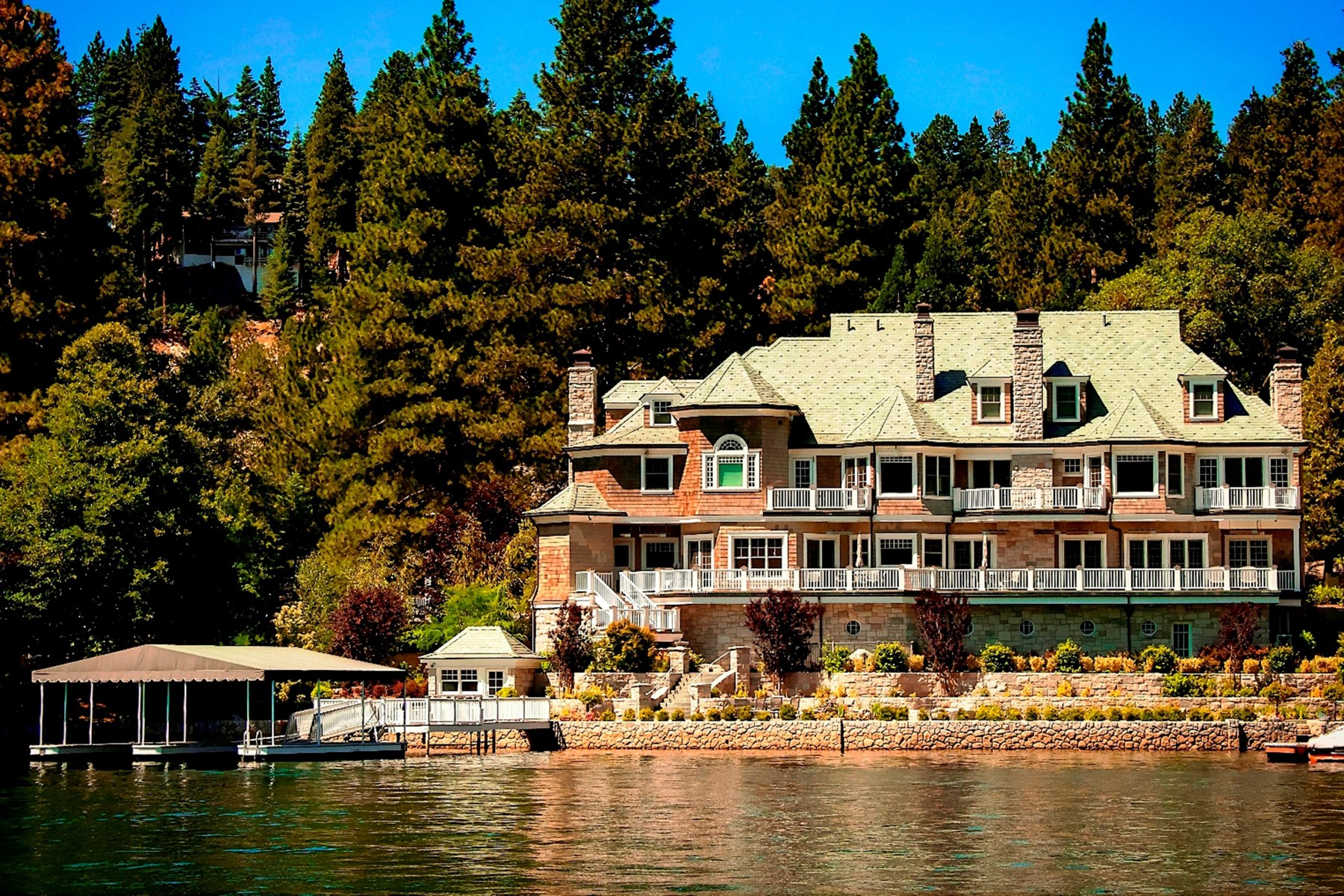 独户住宅 为 销售 在 Lake Arrowhead Trophy Estate 175 Shorewood Drive Lake Arrowhead, 92352 美国