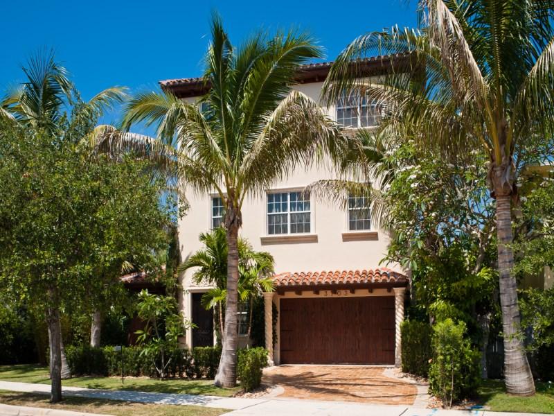 Vivienda unifamiliar por un Venta en Three Story Villa 3703 Washington Rd West Palm Beach, Florida 33405 Estados Unidos