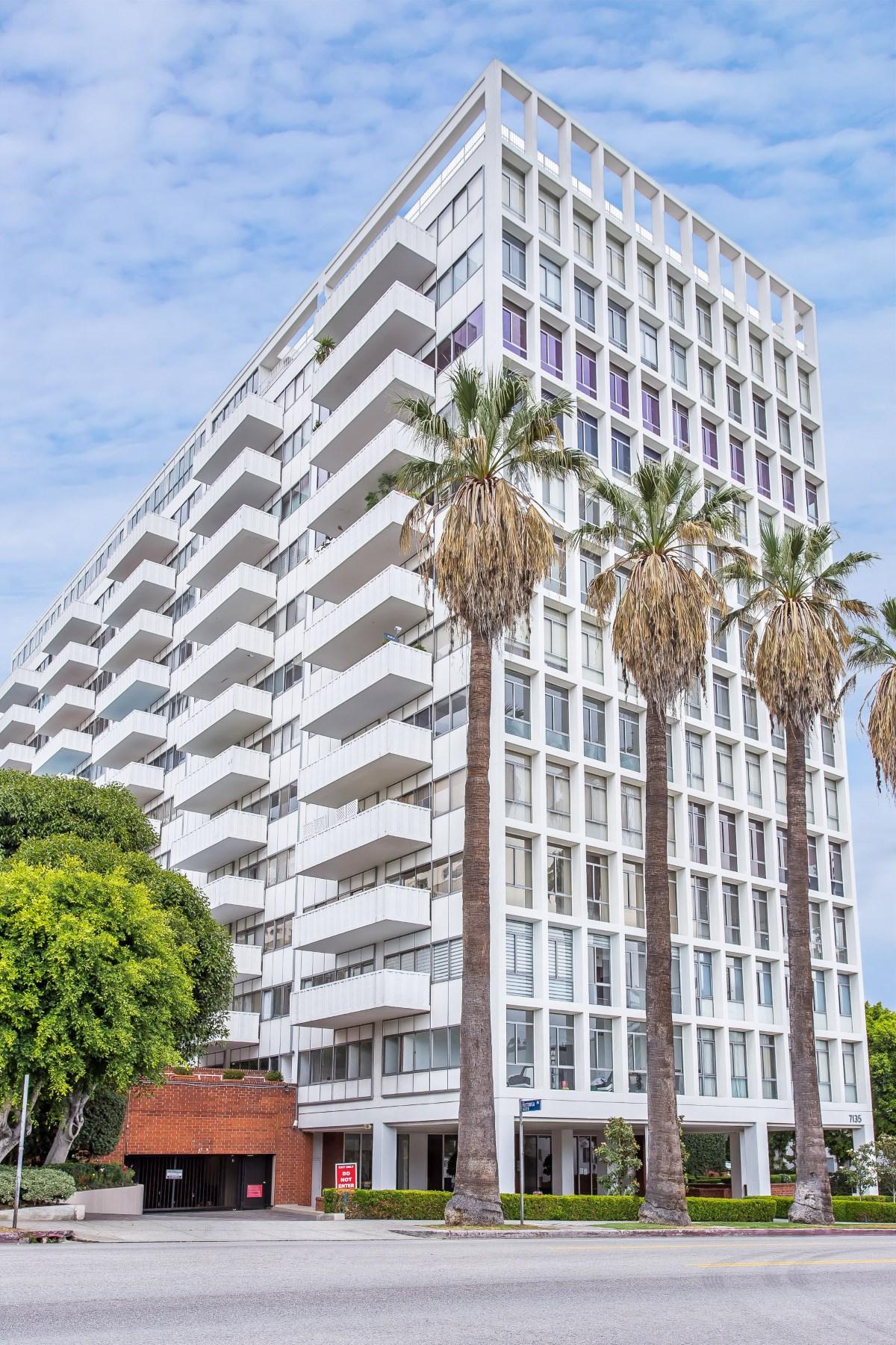 共管物業 為 出售 在 Amazing High-Rise Condo in Hollywood 7135 Hollywood Boulevard Unit 506 Los Angeles, 加利福尼亞州, 90046 美國