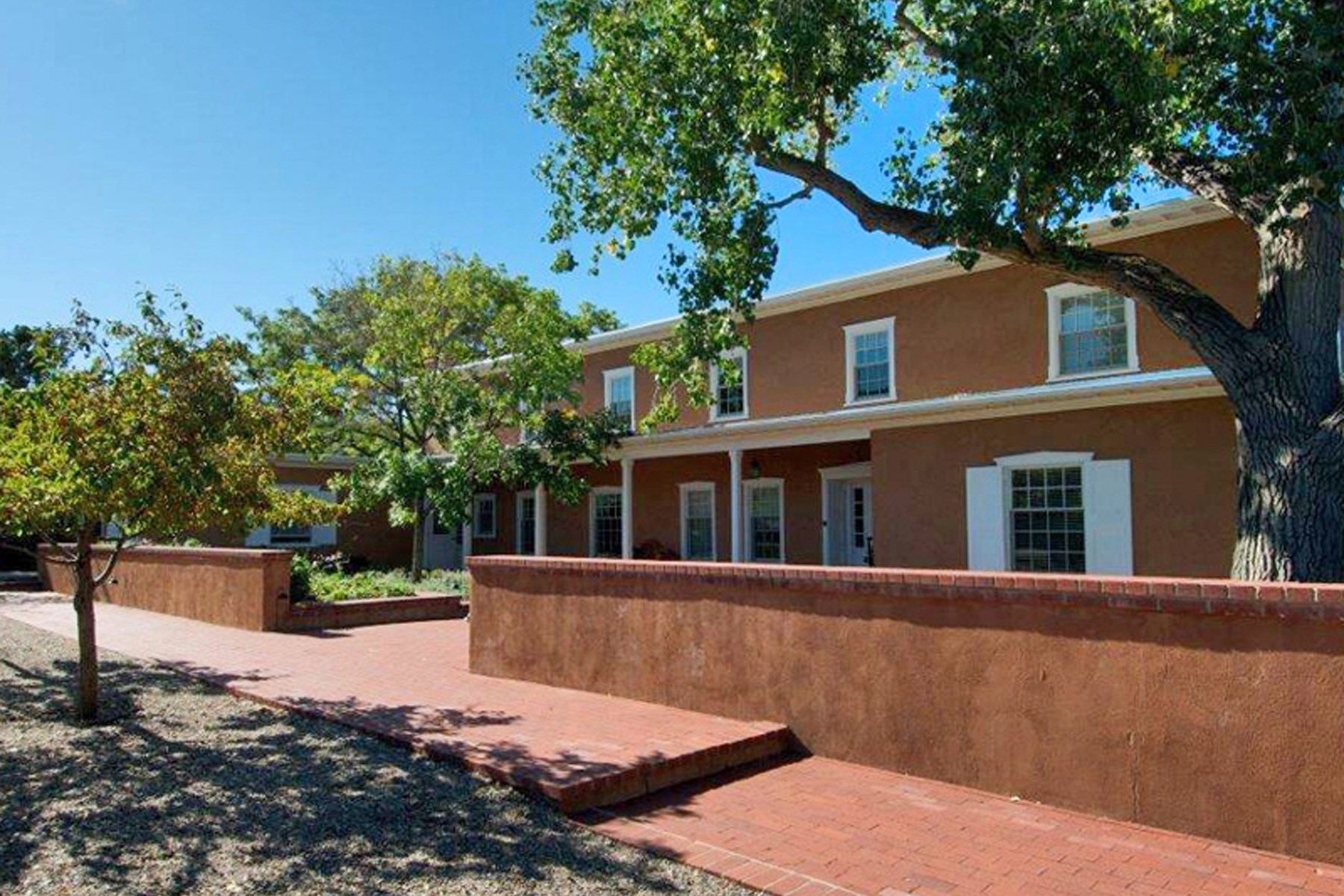 Maison unifamiliale pour l Vente à 711 Panorama Lane Santa Fe City Northeast, Santa Fe, New Mexico 87501 États-Unis