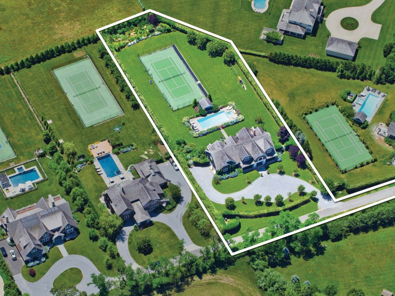 Property Of Water Mill - Tennis and Farmfield Vistas