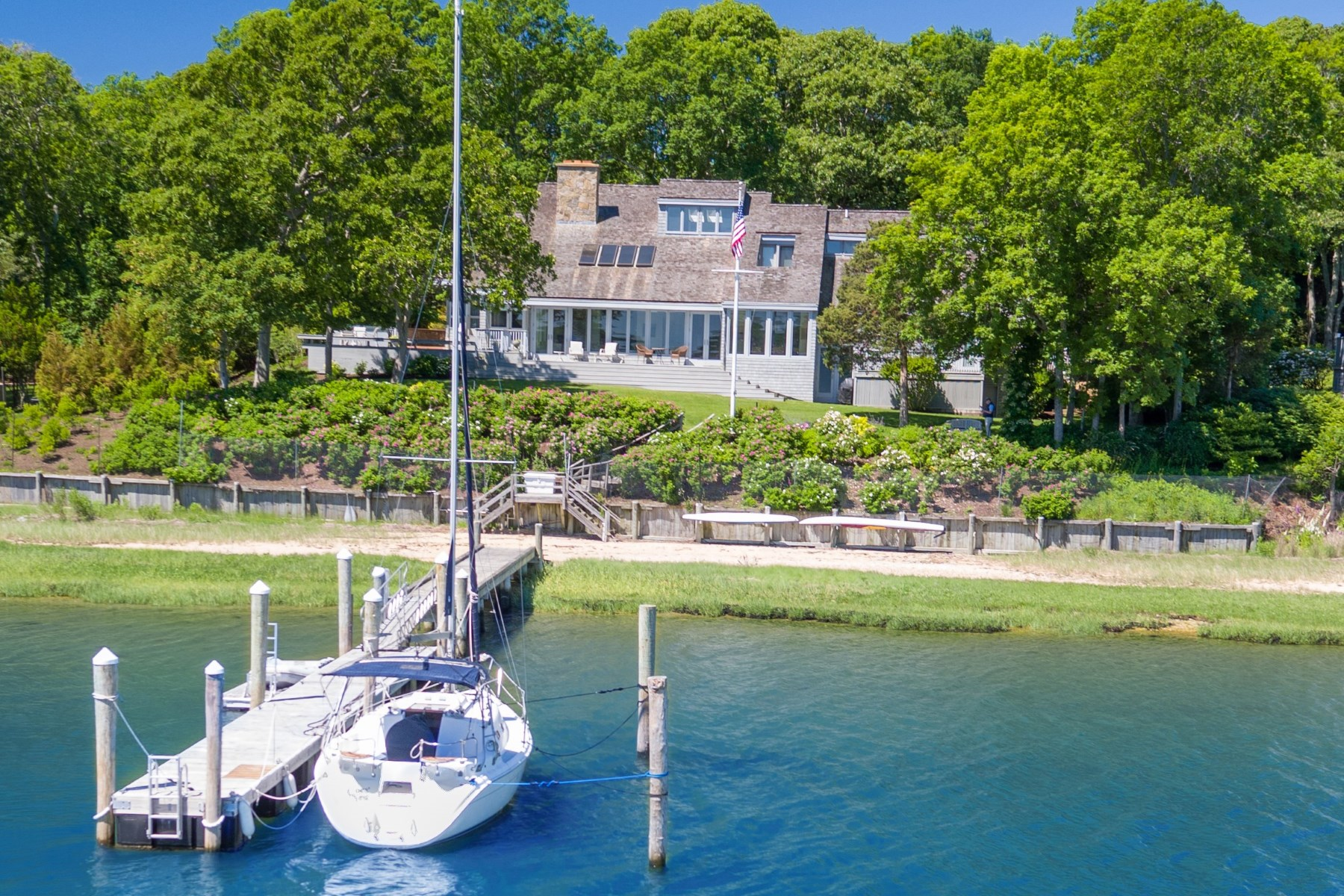 Villa per Vendita alle ore Spectacular Waterfront 18 Three Mile Harbor Drive East Hampton, New York, 11937 Stati Uniti