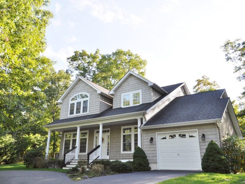 Einfamilienhaus für Verkauf beim East Hampton Traditional 8 Woodbine Drive East Hampton, New York 11937 Vereinigte Staaten