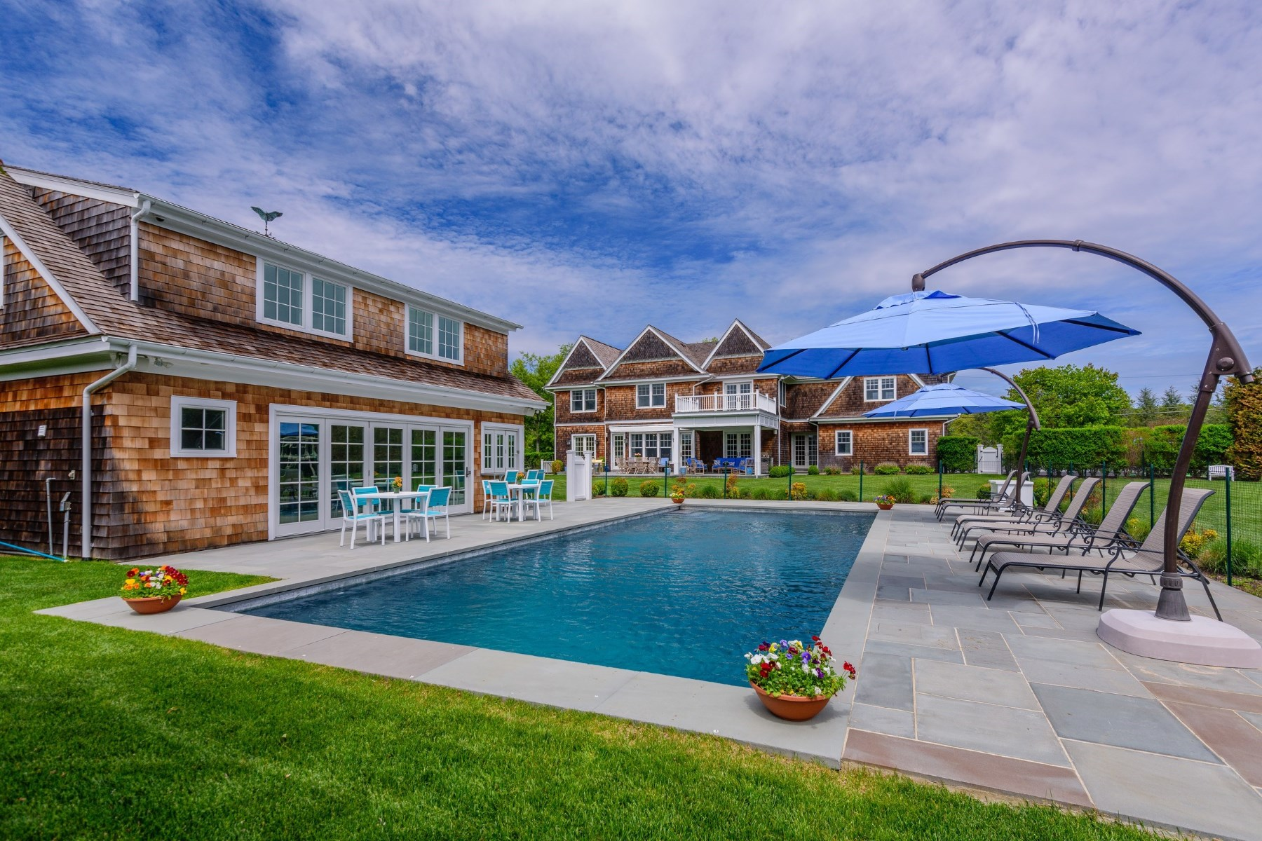 独户住宅 为 销售 在 Resort Living with Sunset Views 590 Lumber Lane Bridgehampton North, 汉普顿, 纽约州, 11932 美国