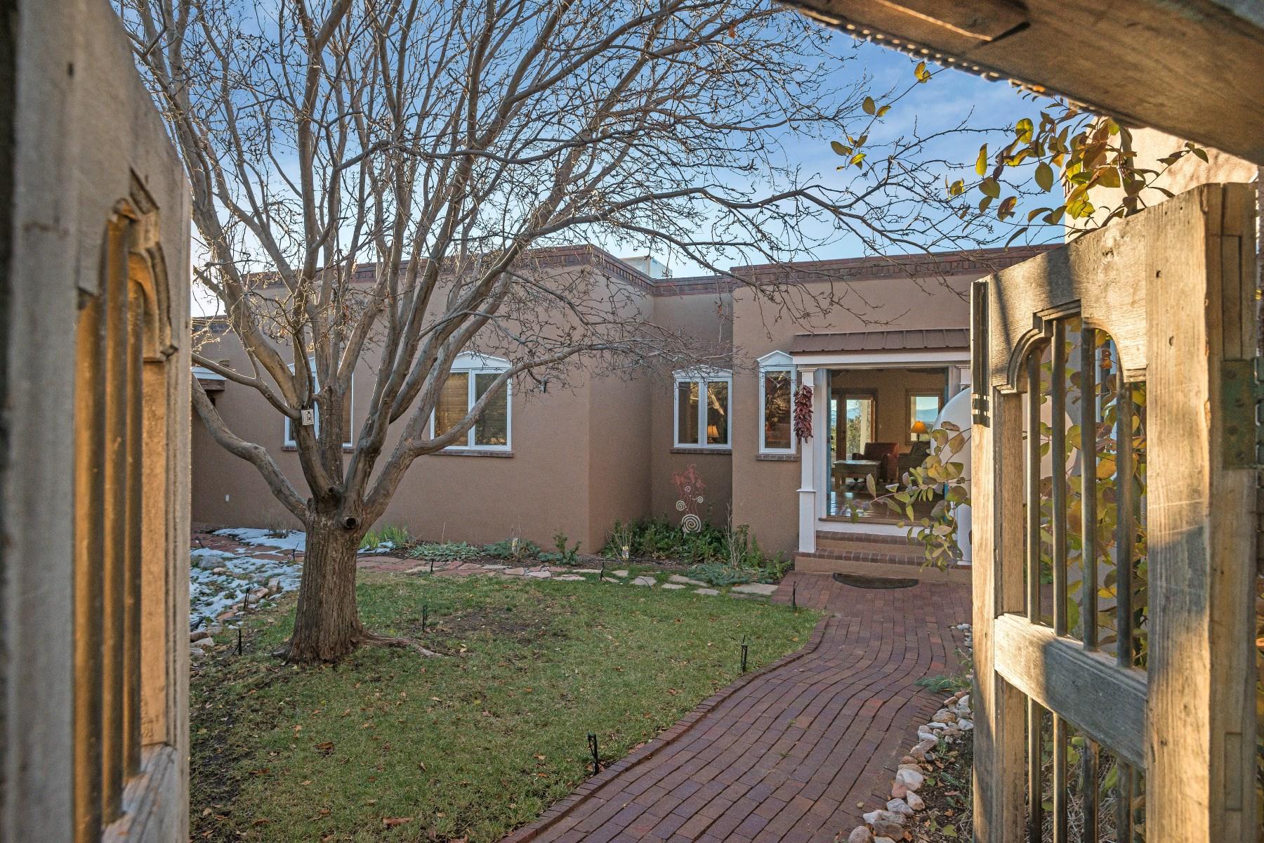 Casa para uma família para Venda às 4 Lilac Circle Northwest Of City Limits, Santa Fe, Novo México 87506 Estados Unidos