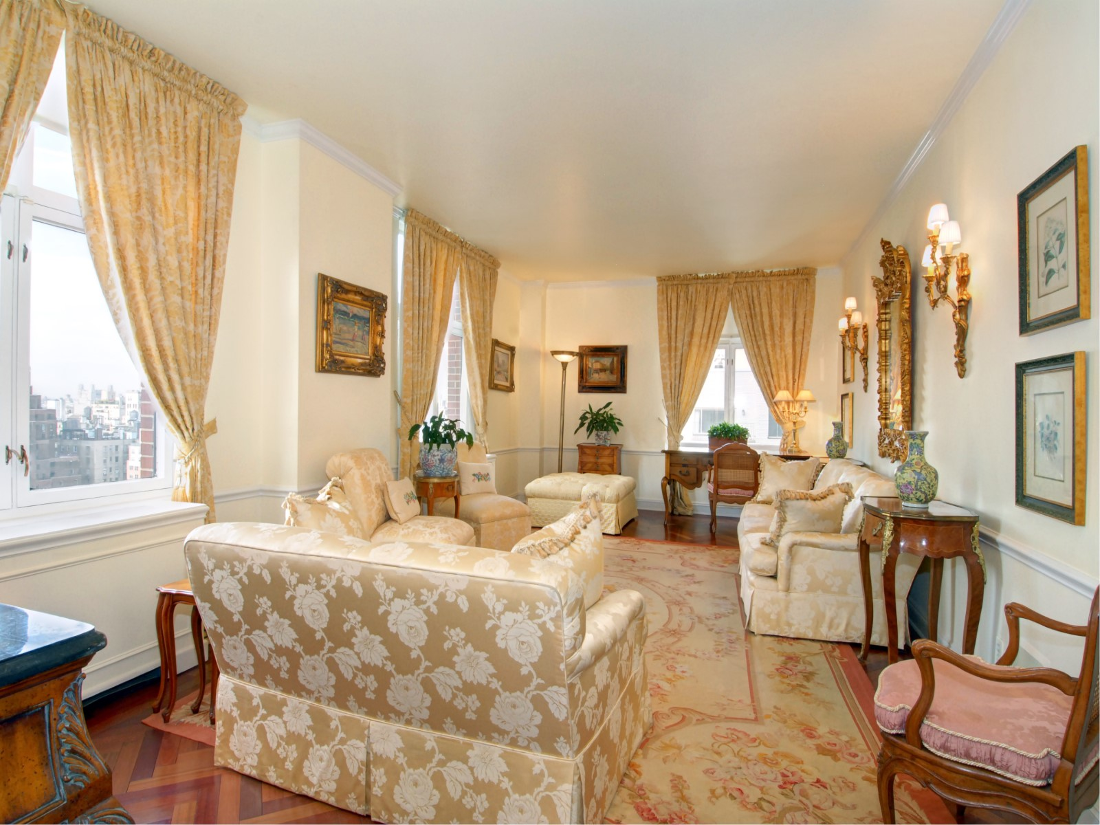 共管式独立产权公寓 为 销售 在 The Trafalgar House 188 East 70th Street Apt 19c Upper East Side, New York, 纽约州 10021 美国