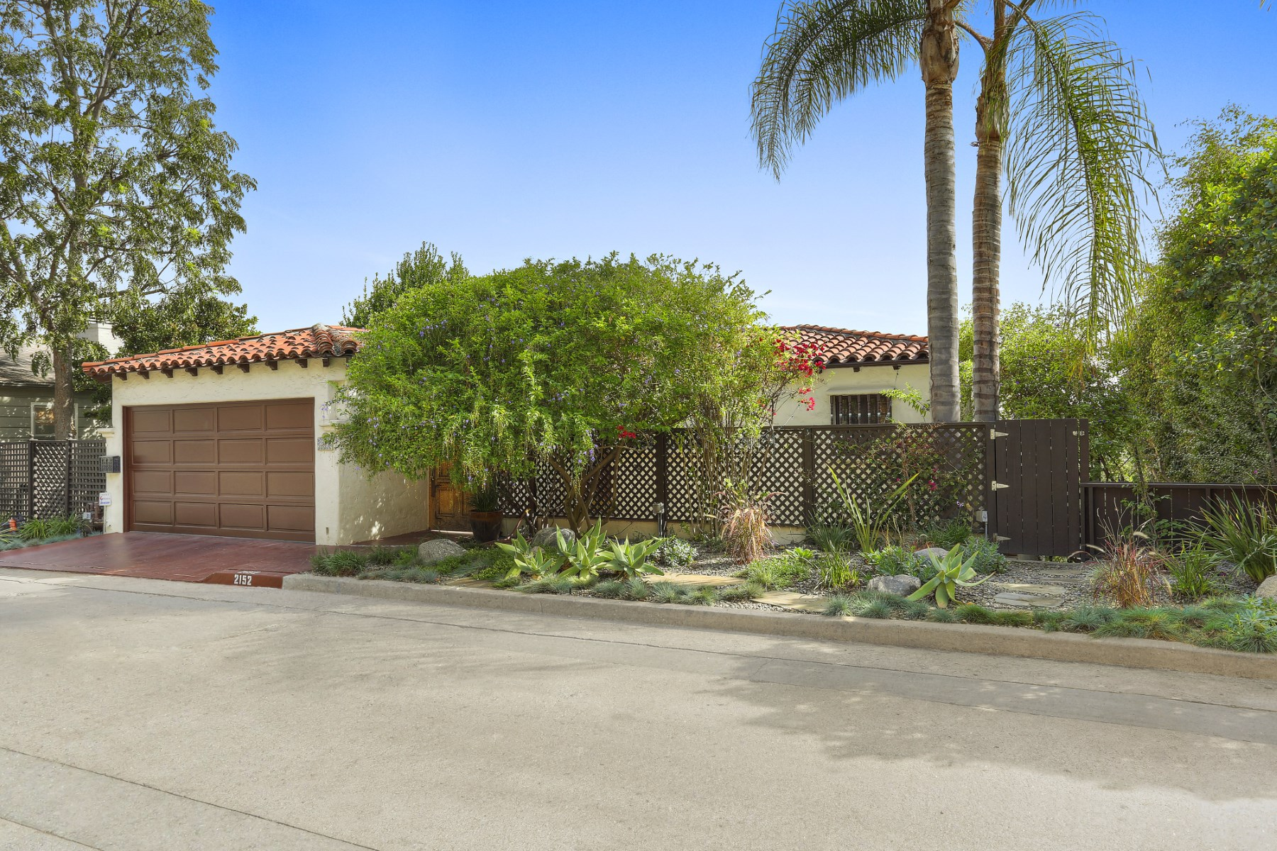 Maison unifamiliale pour l Vente à 2152 Kenilworth Avenue Los Angeles, Californie, 90039 États-Unis