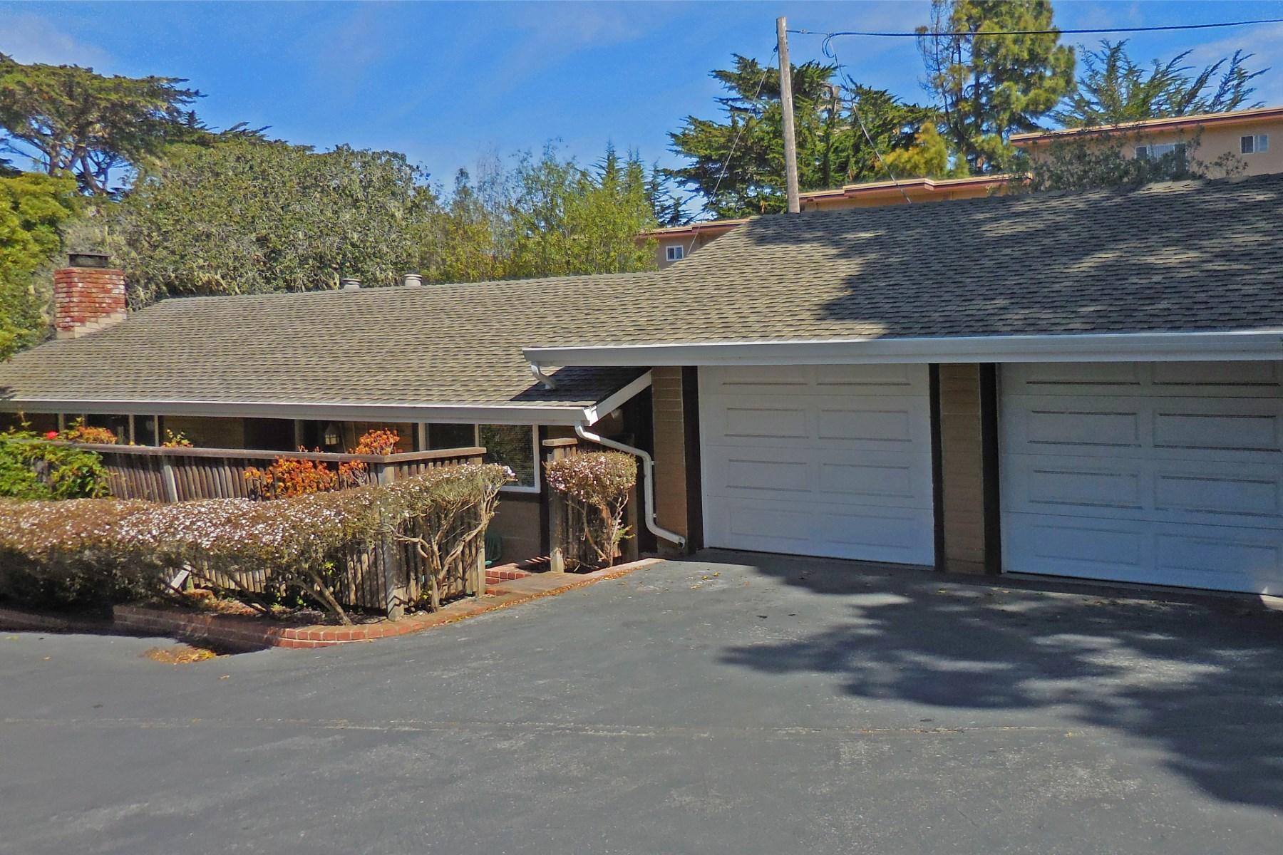 Nhà ở một gia đình vì Bán tại 252 Grove Acre Avenue Pacific Grove, California 93950 Hoa Kỳ