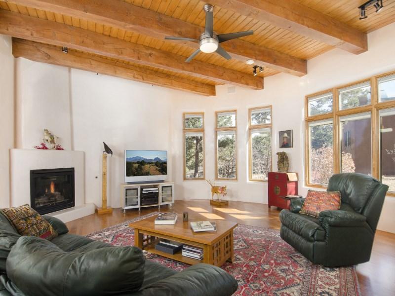 Maison unifamiliale pour l Vente à 83 Apache Ridge Santa Fe City Southwest, Santa Fe, New Mexico 87505 États-Unis