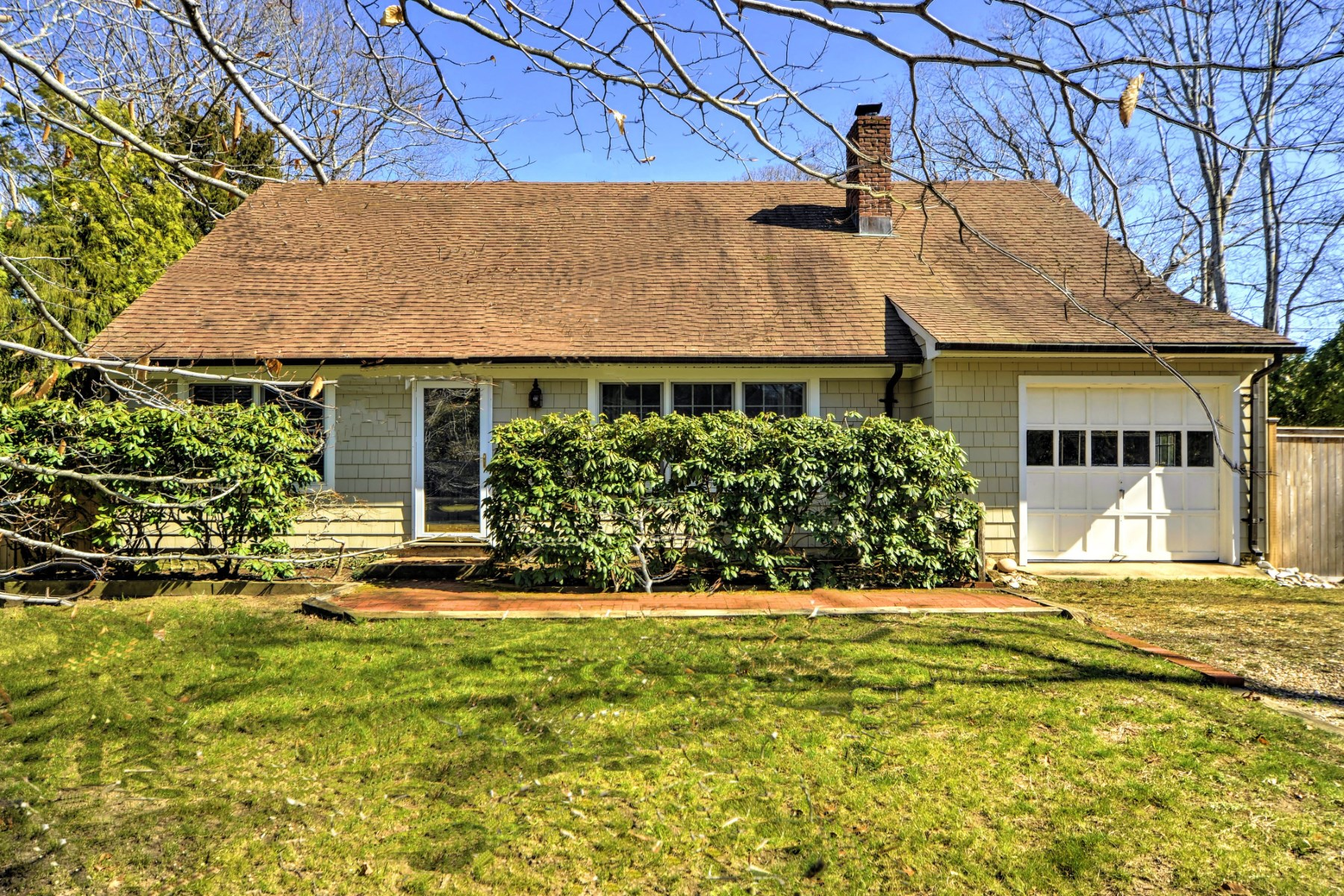 Casa Unifamiliar por un Venta en Lovely Traditional 21 Deep Six Drive Springs, East Hampton, Nueva York, 11937 Estados Unidos