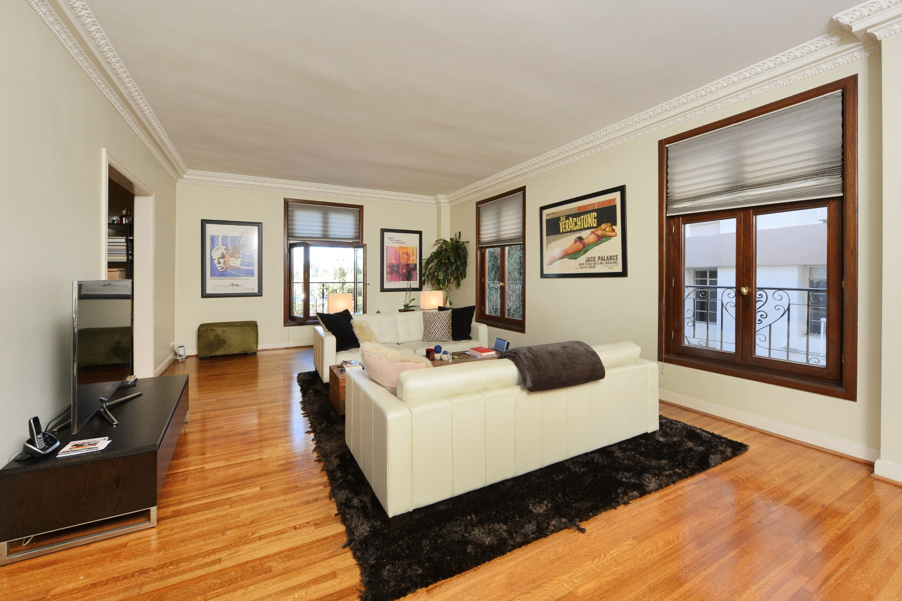 Condominio per Vendita alle ore 316 North Rossmore Avenue #207 Hancock Park, Los Angeles, California 90004 Stati Uniti