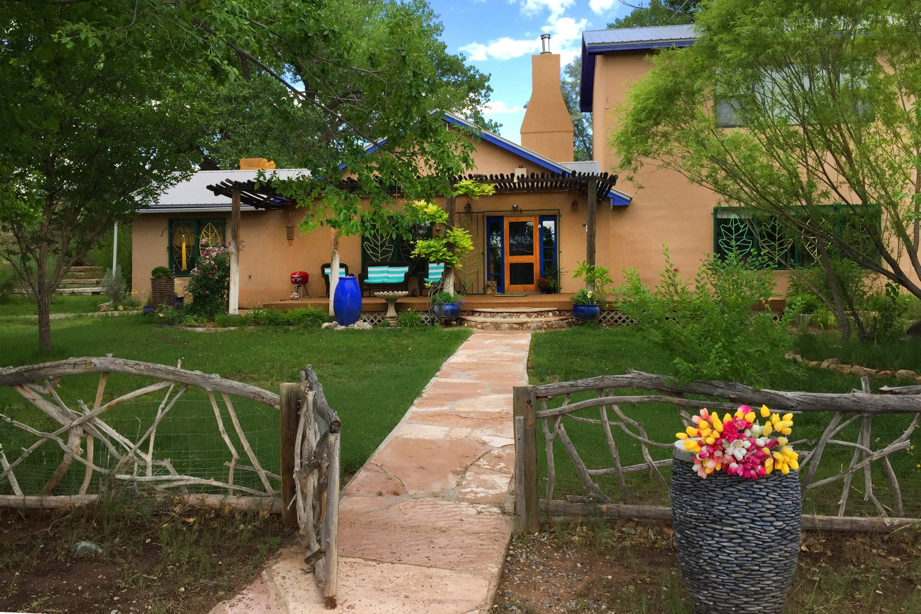 Single Family Home for Sale at County Road 142 Wonderland Compound. Abiquiu, New Mexico, 87510 United States