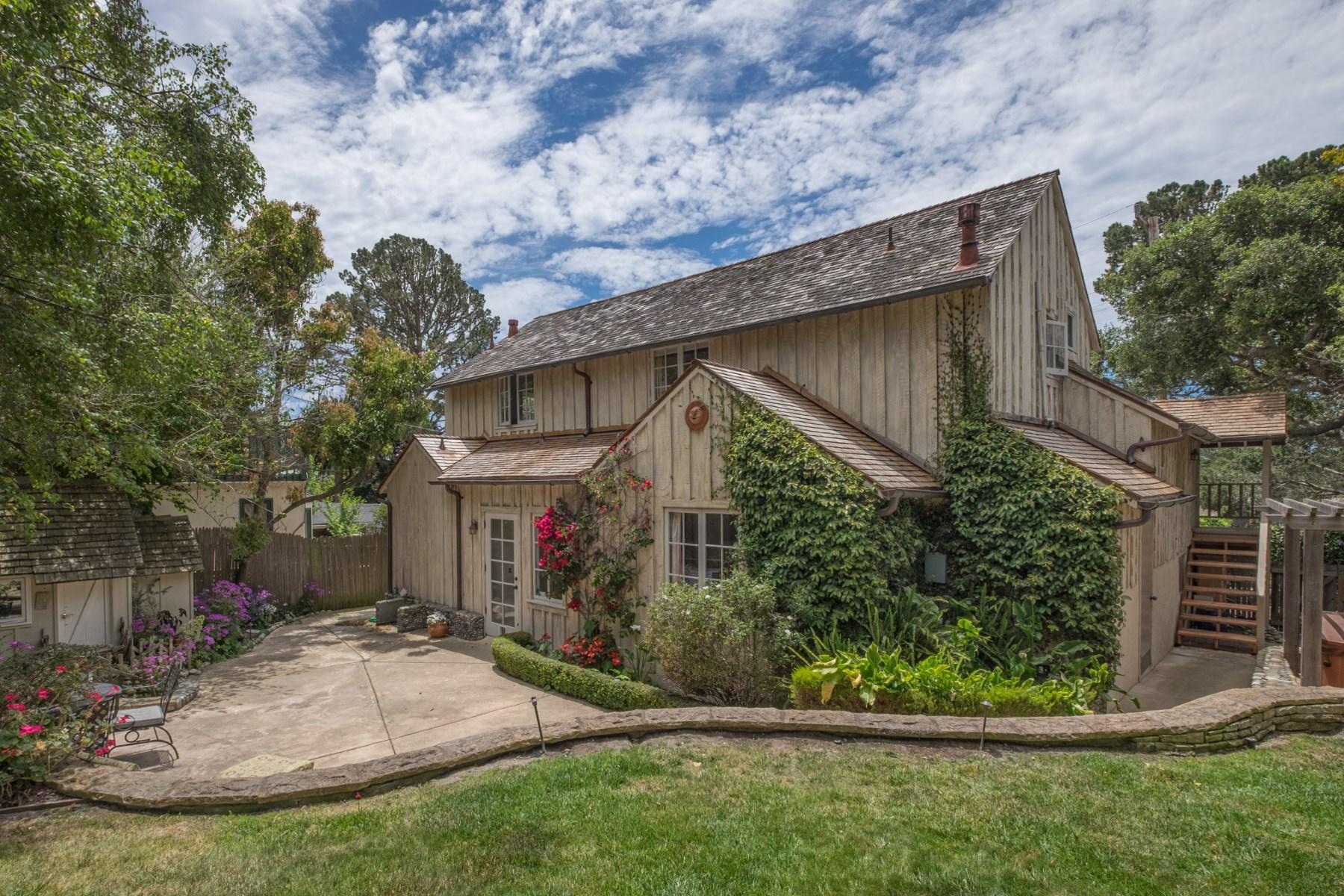 Vivienda unifamiliar por un Venta en Old World Carmel Charmer 24825 Guadalupe Street Carmel, California, 93923 Estados Unidos