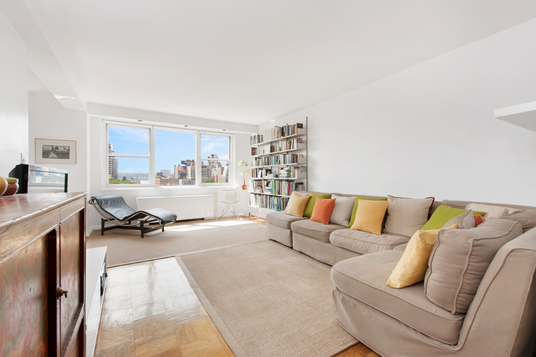 Cooperativa por un Venta en London Town House 360 West 22nd Street Apt 10b Chelsea, New York, Nueva York 10010 Estados Unidos
