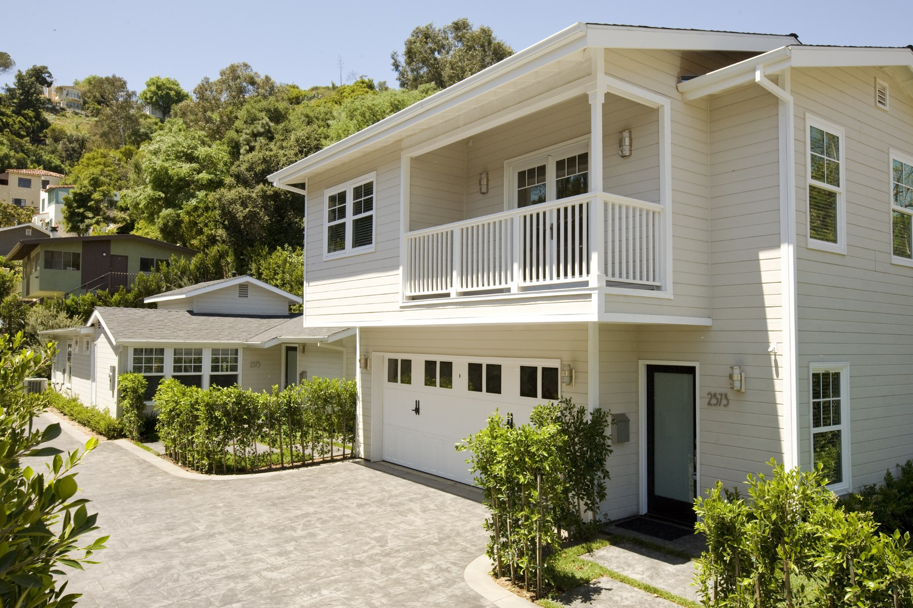 Single Family Home for Sale at 2575 North Beachwood Drive Los Angeles, California, 90068 United States