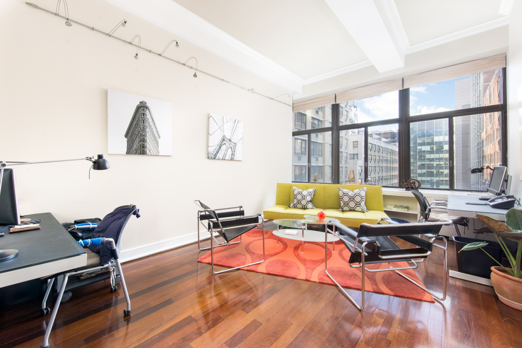 Appartement pour l Vente à Architectural Loft of Substance 310 East 46th Street Apt 7K New York, New York, 10017 États-Unis