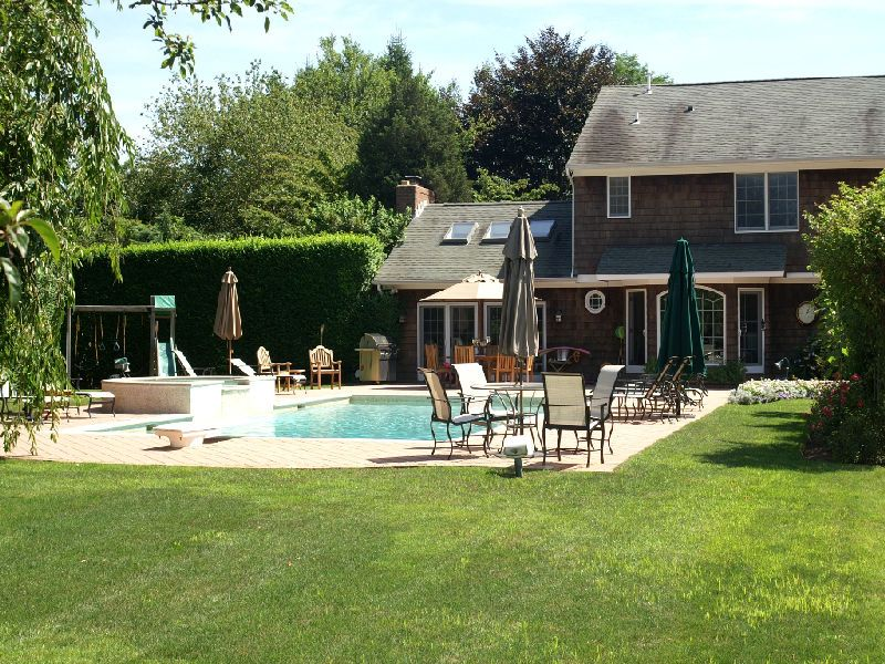 Additional photo for property listing at Southampton Village - Pool and Court  Southampton, New York 11968 United States