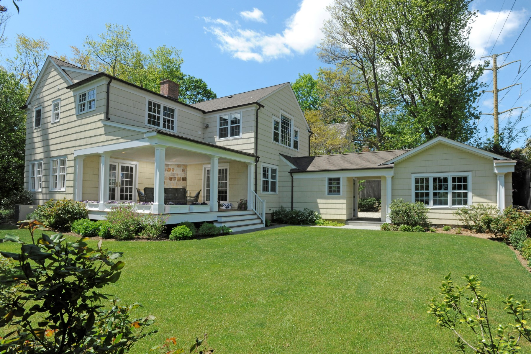 sales property at 93 Summit Road, Greenwich CT