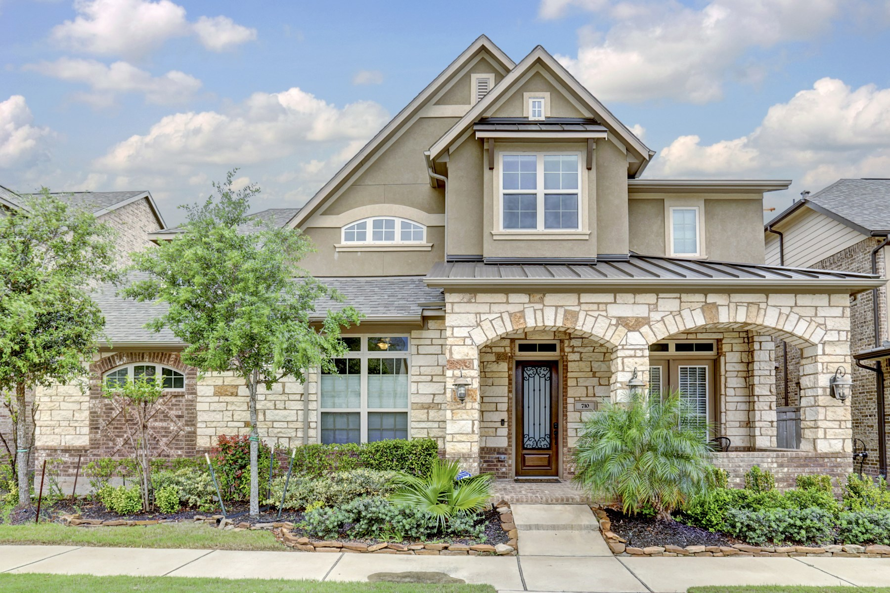 Single Family Home for Sale at 710 Arden Oaks Drive Sugar Land, Texas 77098 United States