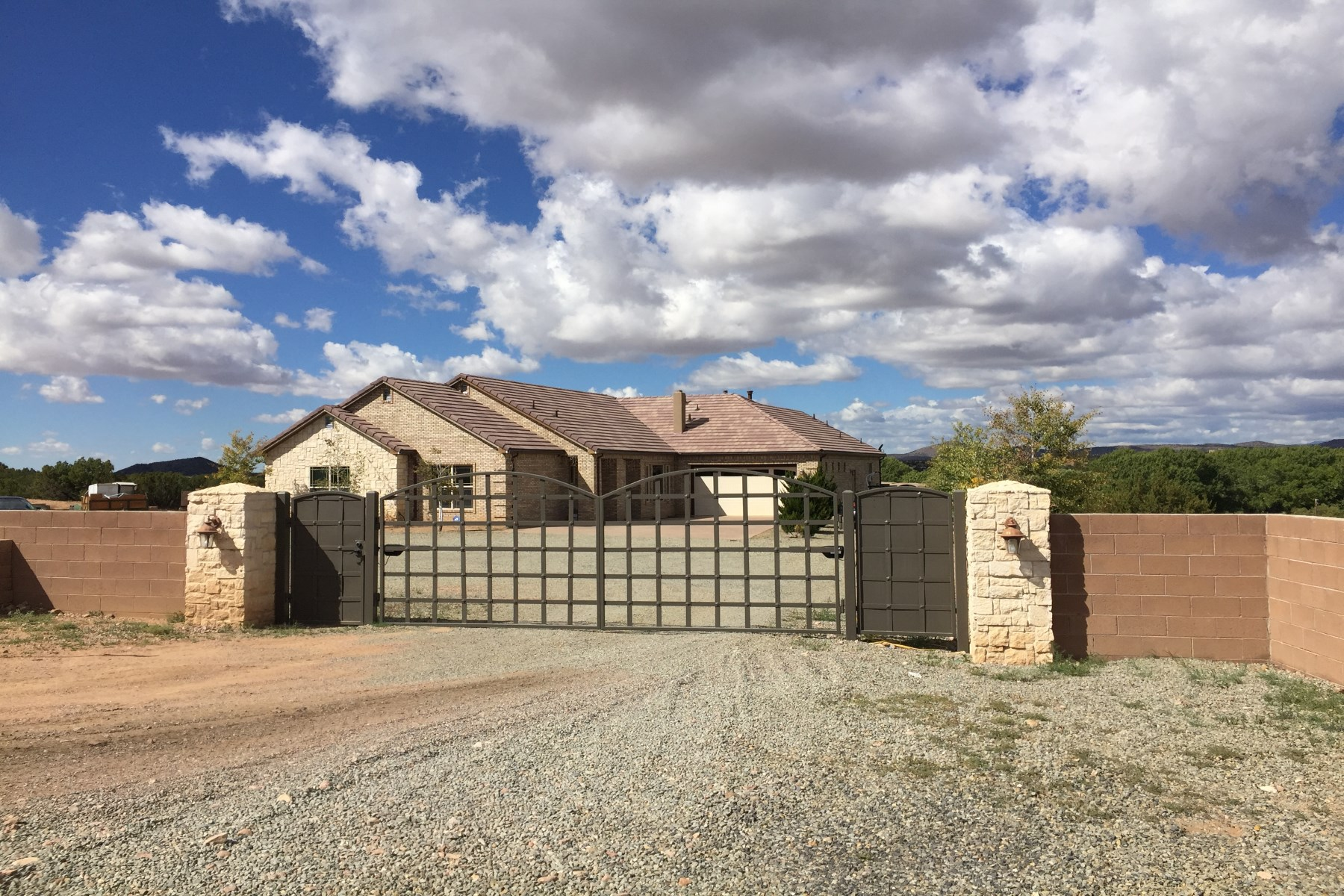 Single Family Home for Sale at 33 Estrellas Road North 33 Estrellas North Santa Fe, New Mexico, 87507 United States