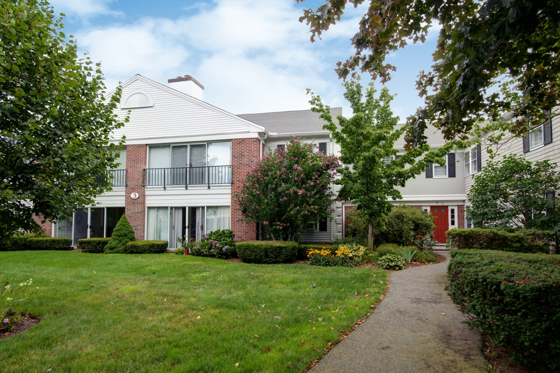 Condominio per Vendita alle ore Newly Remodeled Condo 71 Highview Drive Sandwich, Massachusetts, 02563 Stati Uniti