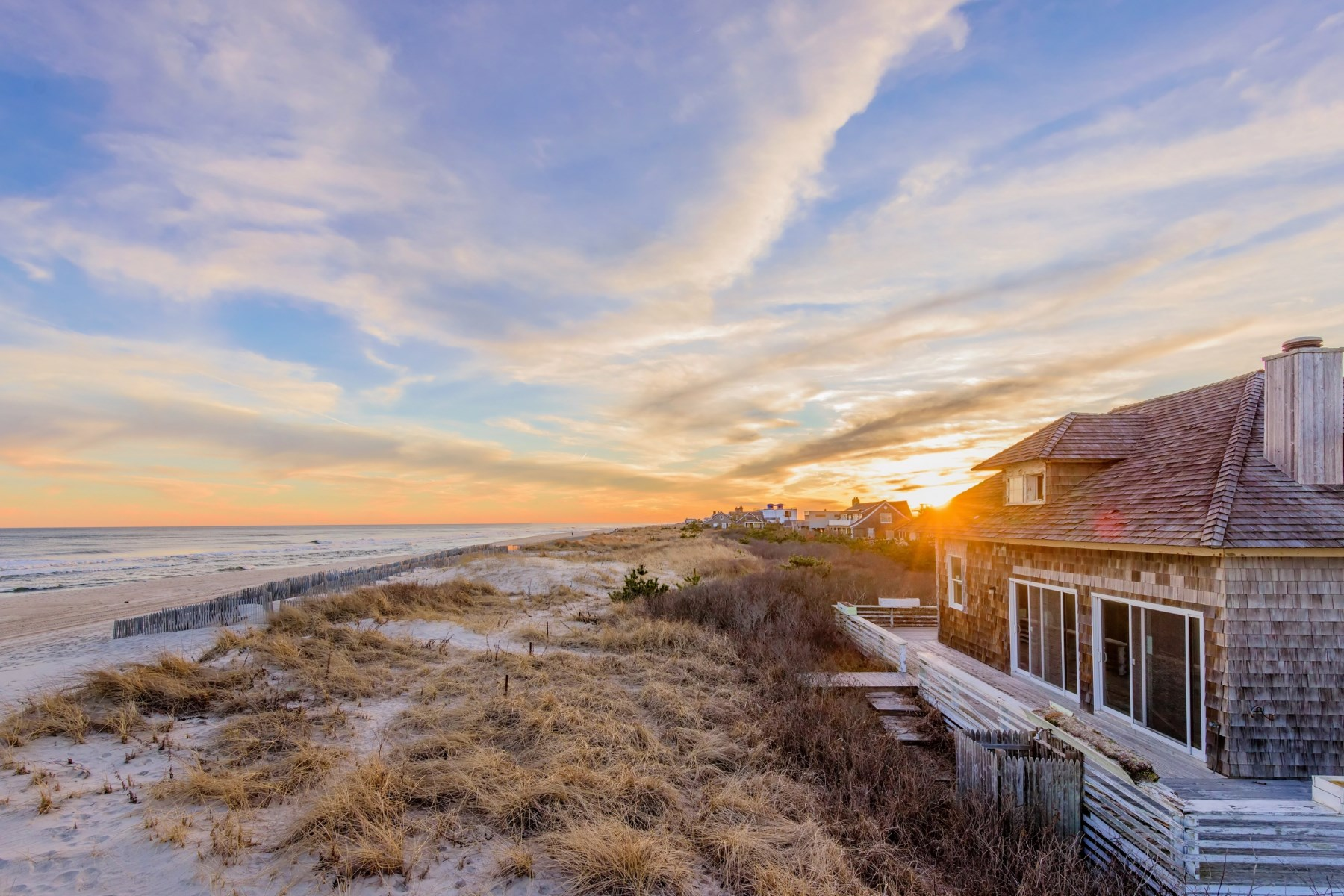 Maison unifamiliale pour l Vente à Premier Oceanfront on Coveted Dune Road 77 Dune Road Bridgehampton South, Bridgehampton, New York, 11932 États-Unis