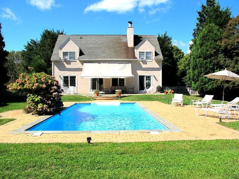 Casa para uma família para Locação às Convenient To Town And Ocean Beaches Southampton, Nova York 11968 Estados Unidos