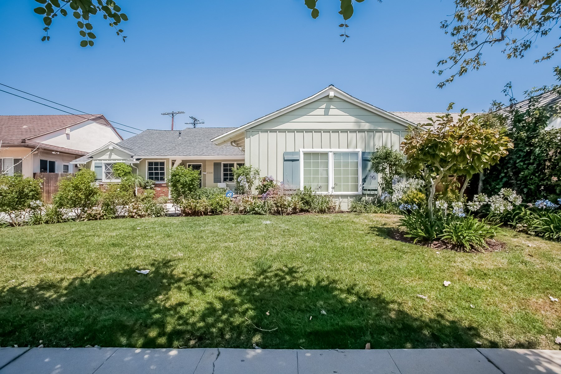 Single Family Home for Sale at Exquisite Remodel in Cheviot Hills 3306 Barbydell Drive Cheviot Hills, Los Angeles, California, 90064 United States