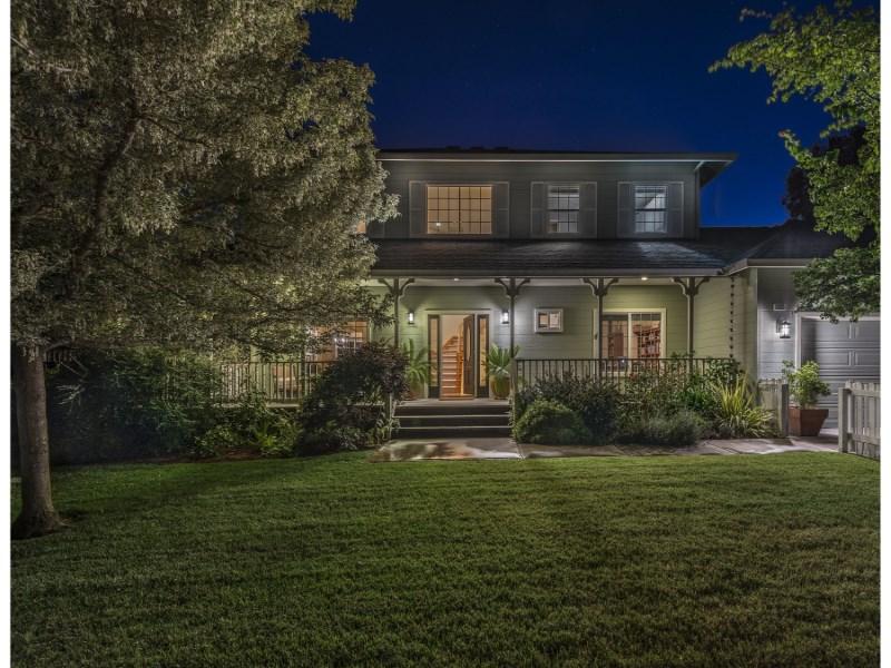 独户住宅 为 销售 在 Eastside Sonoma Home 1435 E Napa St Sonoma, 加利福尼亚州 95476 美国