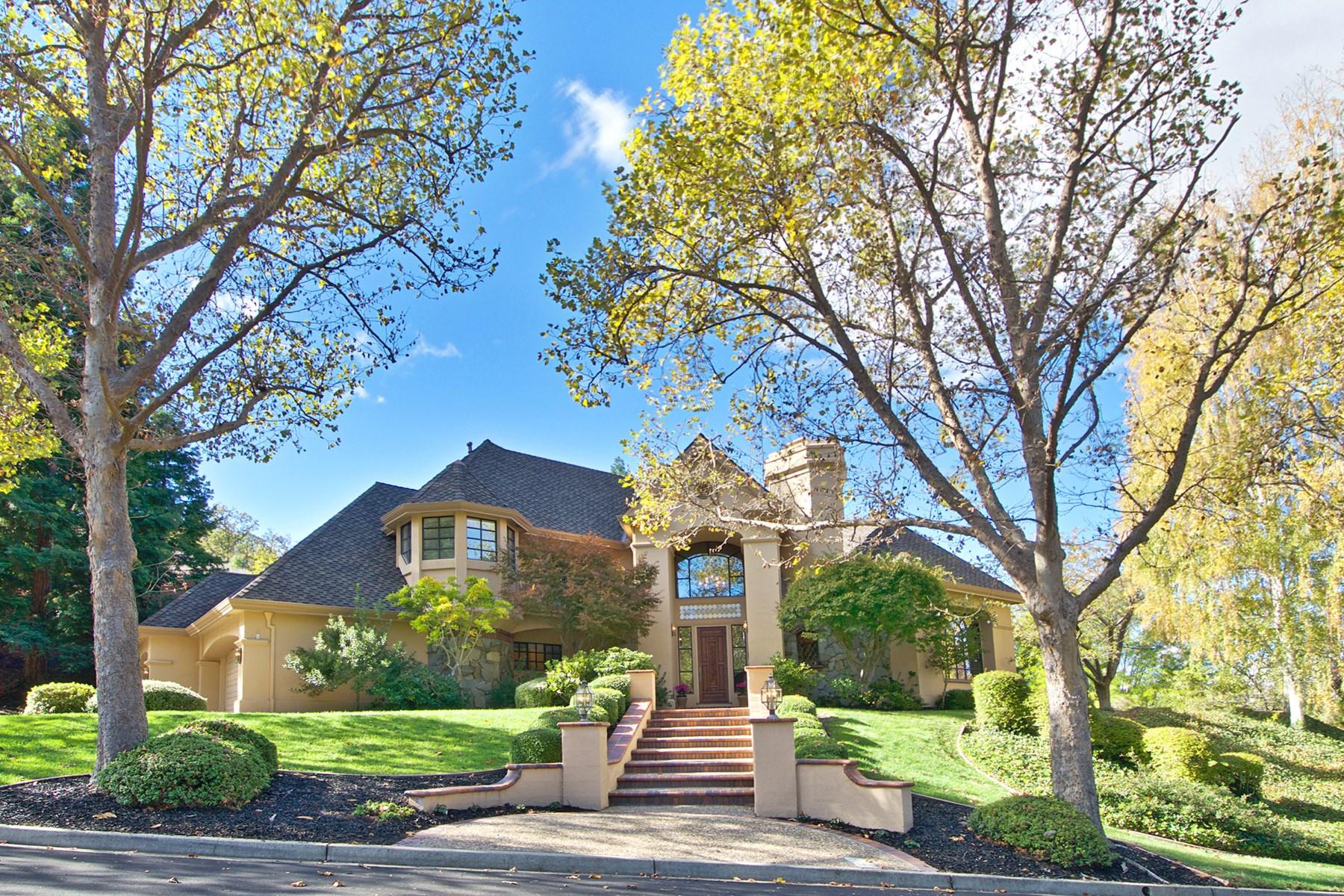 Maison unifamiliale pour l Vente à Exquisitely Designed Custom Home 100 Silver Fir Ln Danville, Californie 94506 États-Unis
