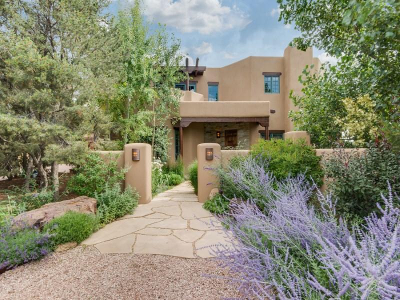 Maison unifamiliale pour l Vente à 1204 Camino de Cruz Blanca Santa Fe City Southeast, Santa Fe, New Mexico 87505 États-Unis