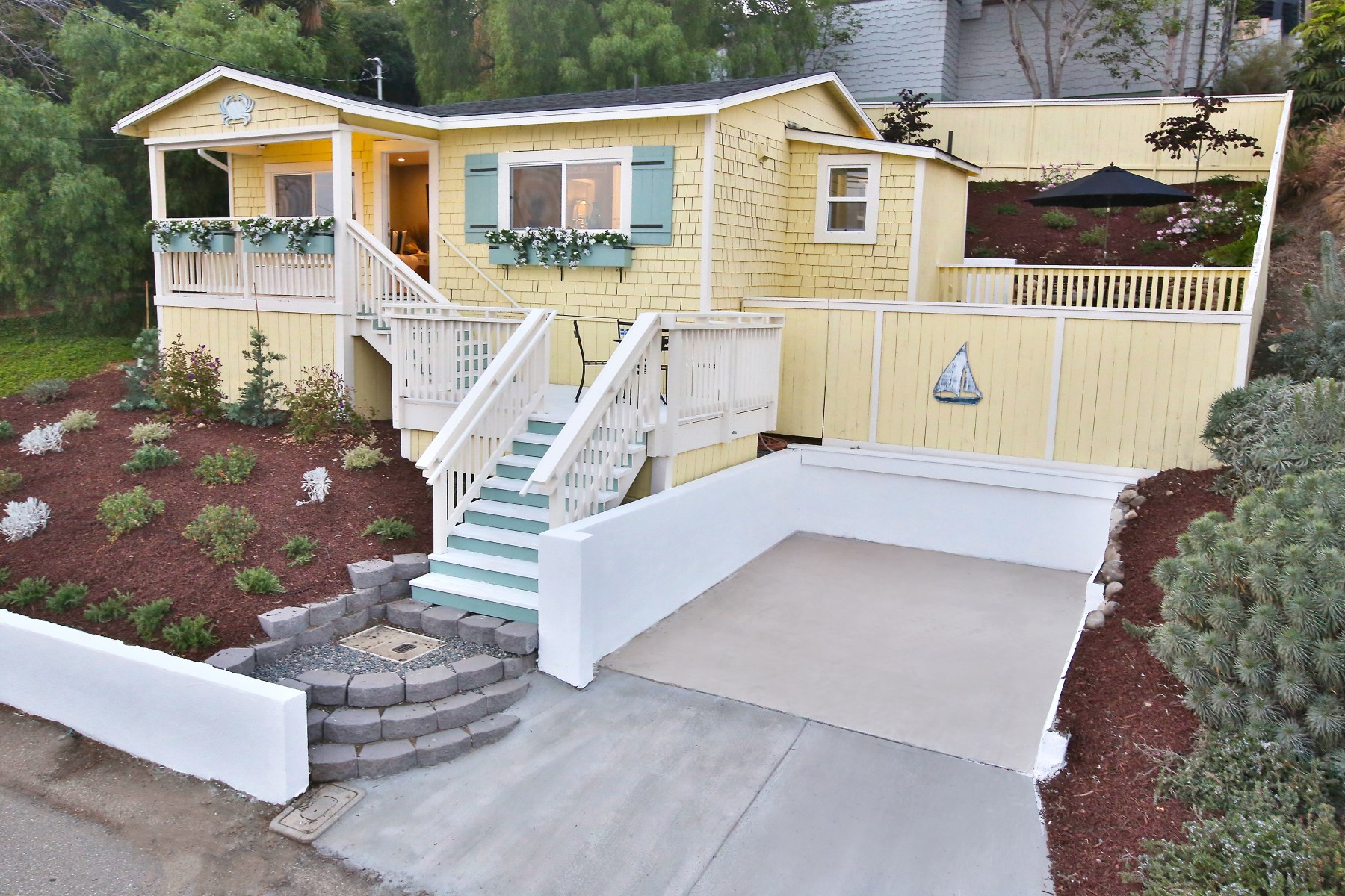 一戸建て のために 売買 アット Exquisitely Remodeled Summerland Cottage 2304 Varley Street Summerland, カリフォルニア, 93067 アメリカ合衆国